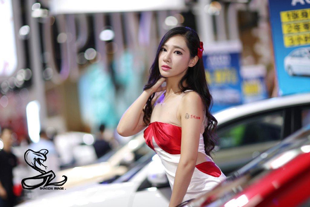 抹胸美女车模
