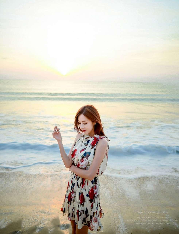 碎花裙美女海边写真
