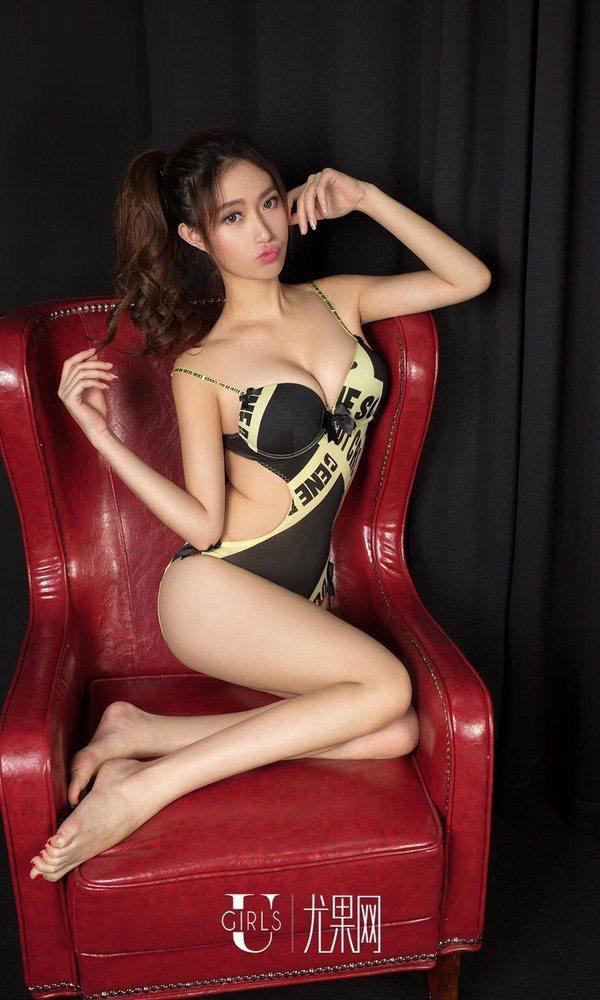 大胸细腿性感美女
