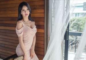 韩国美胸美女短裙写真
