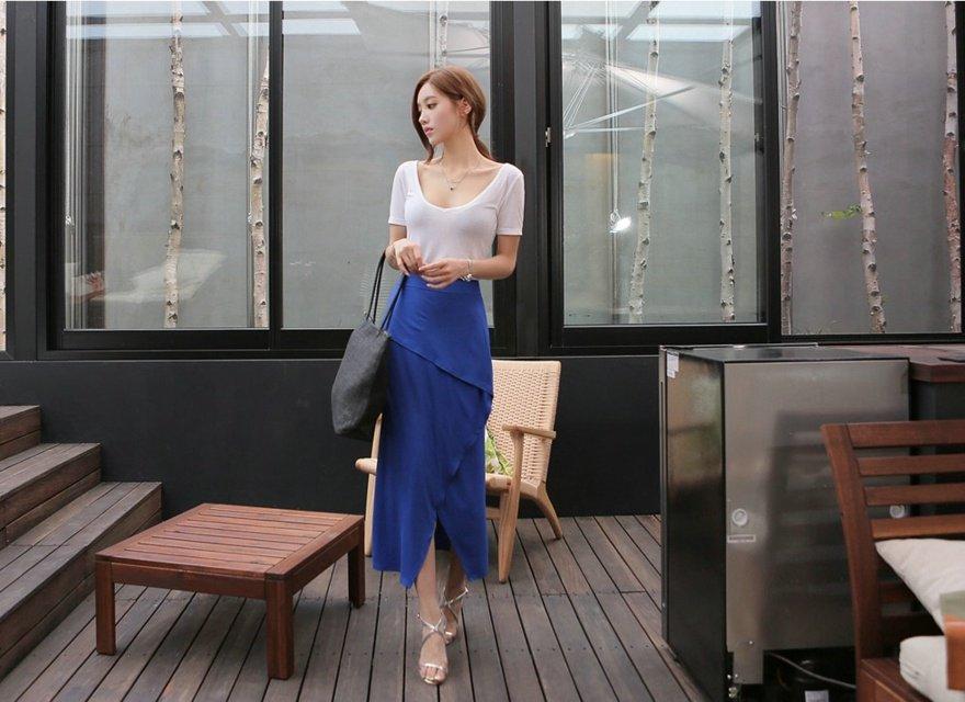 纤细身材卷发美女长裙高跟写真