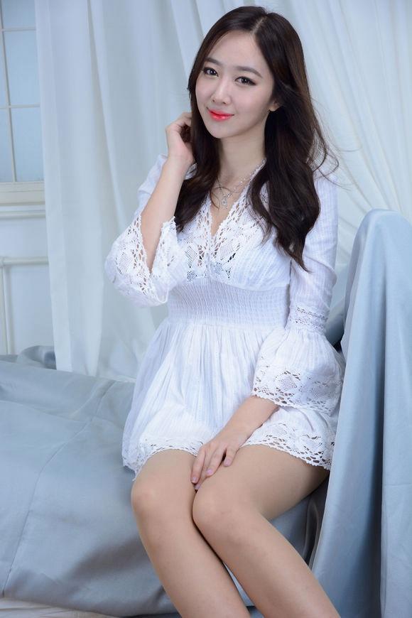 韩国美女超短居家秀身材