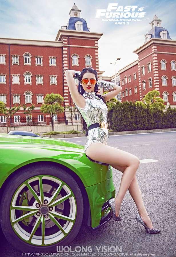 嫩白美腿美女车模