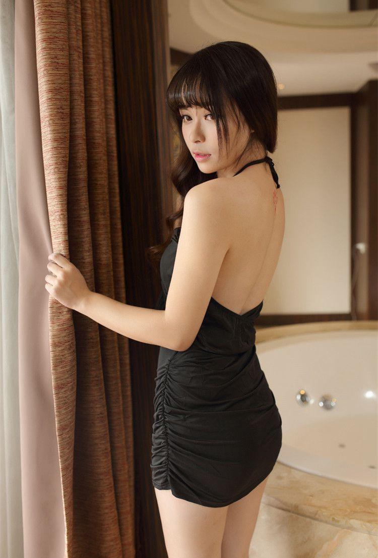 刘海大胸美女超短秀美腿