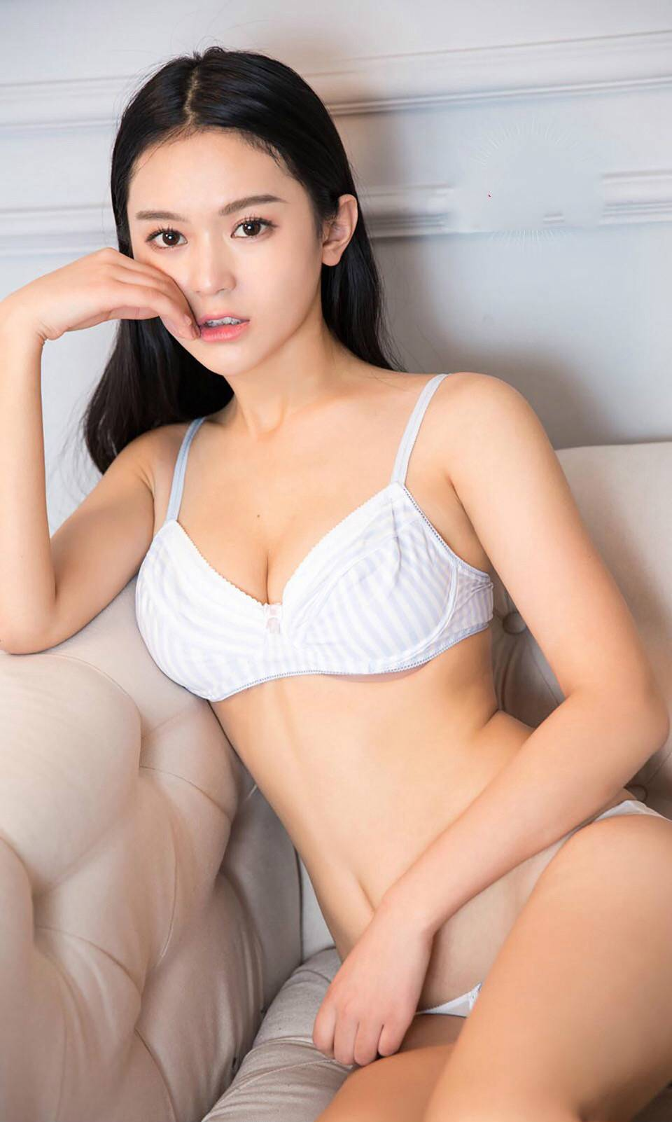 清纯95后邻家美女内衣写真