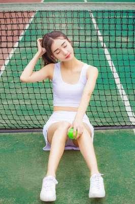 清纯校园网球女孩